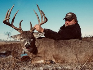 Whitetail-deer-Hunting-River-Valley-Lodge1